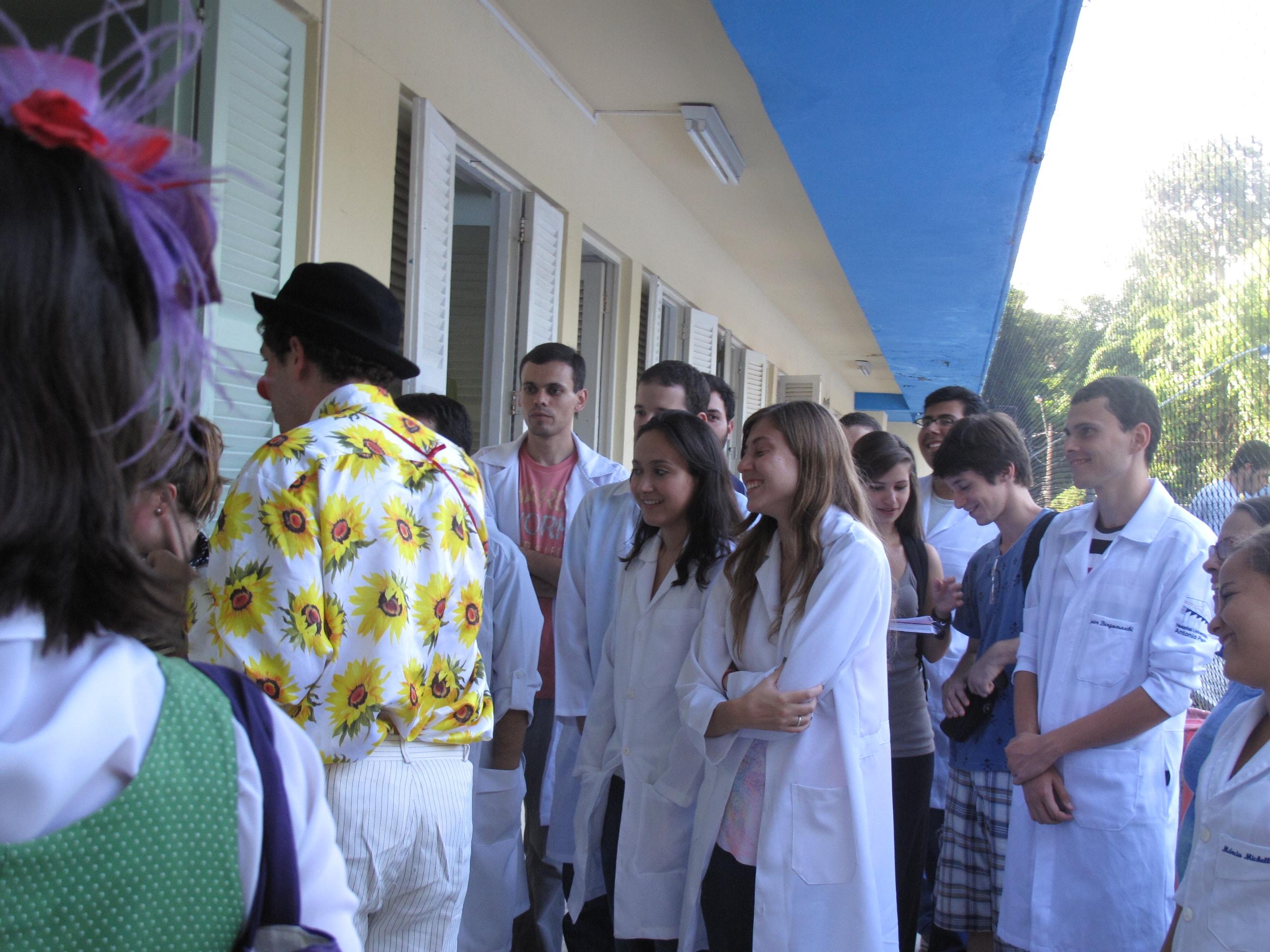 Alunos da UFF visitam Hospital Azevedo Lima