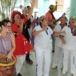 Bloco da Seringa Solta leva carnaval para hospitais do RJ