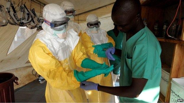 140805013335_tratamento_ebola_afp (1)