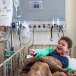 Fotografia da Dupla Du Circo e Ju Gontijo no Instituto da Criança no Hospital das Clínicas.