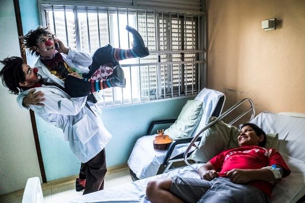 Fotografia dos Doutores da Alegria no Hospital do Campo Limpo/SP.