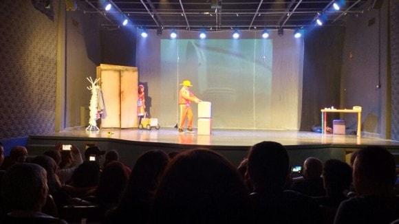 itaci - greta garboreta vai ao teatro ver paciente K (5)